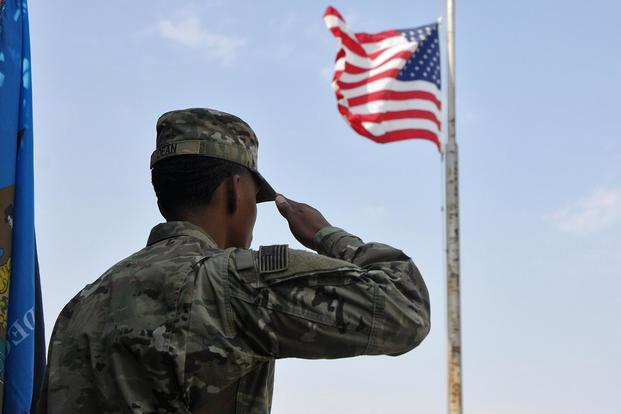 soldier-salutes-flag-2100